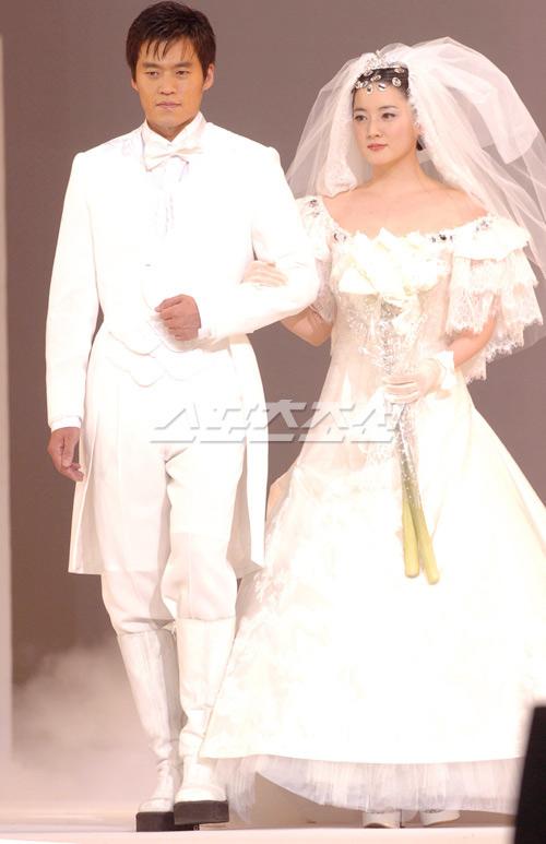 Sao Hàn nào diện váy cưới lộng lẫy nhất? - 9