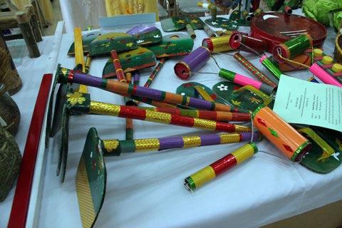Cô giáo mầm non làm đồ chơi từ rơm, giấy, xốp - 9