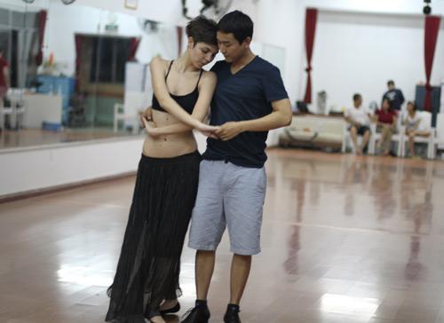 Mặc scandal, Hứa Vỹ Văn vẫn thản nhiên tập nhảy - 4