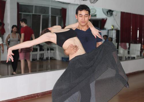 Mặc scandal, Hứa Vỹ Văn vẫn thản nhiên tập nhảy - 13