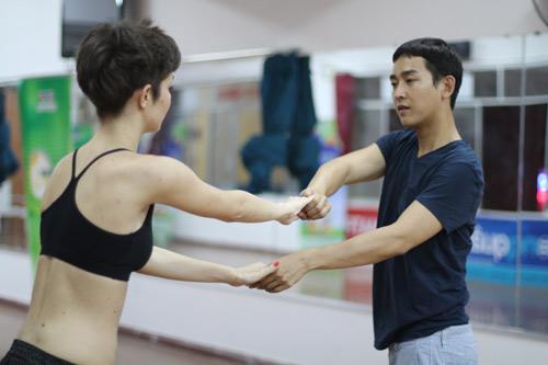 Mặc scandal, Hứa Vỹ Văn vẫn thản nhiên tập nhảy - 16