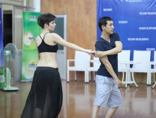 Mặc scandal, Hứa Vỹ Văn vẫn thản nhiên tập nhảy - 14