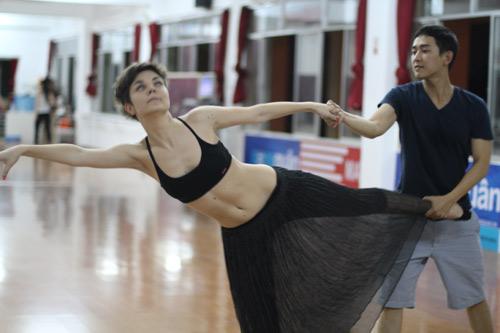 Mặc scandal, Hứa Vỹ Văn vẫn thản nhiên tập nhảy - 15