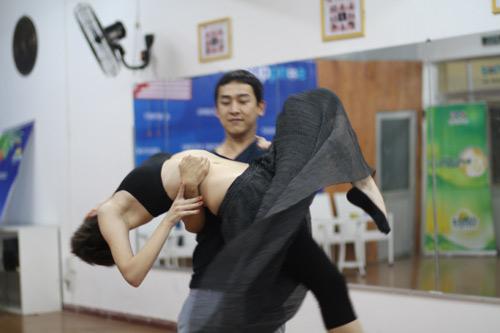 Mặc scandal, Hứa Vỹ Văn vẫn thản nhiên tập nhảy - 10