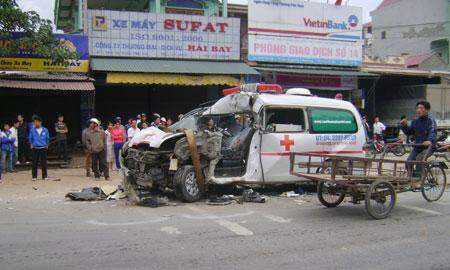 Xe cấp cứu gây tai nạn thảm khốc - 1