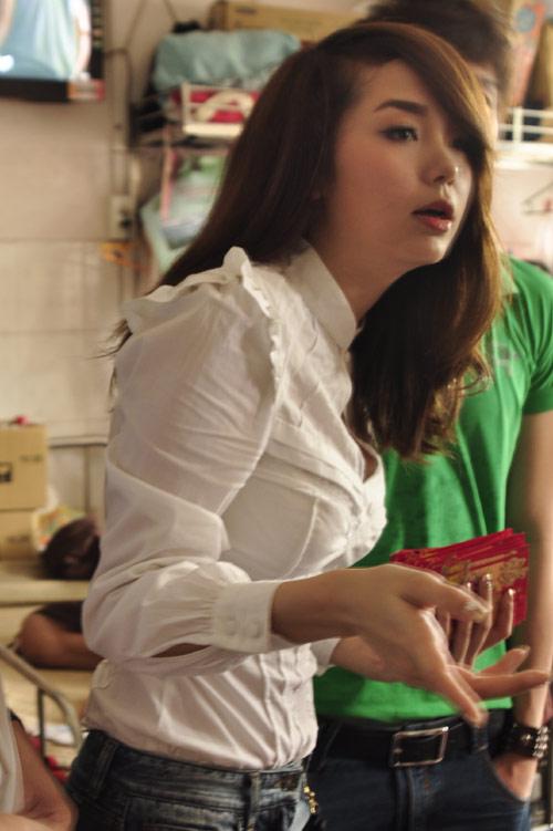 Minh Hằng, Thủy Tiên gây chú ý tại bệnh viện - 10
