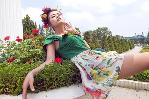 Hotgirl gợi cảm váy hoa - 3