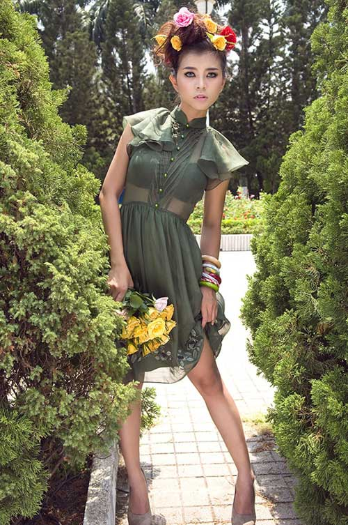 Hotgirl gợi cảm váy hoa - 5