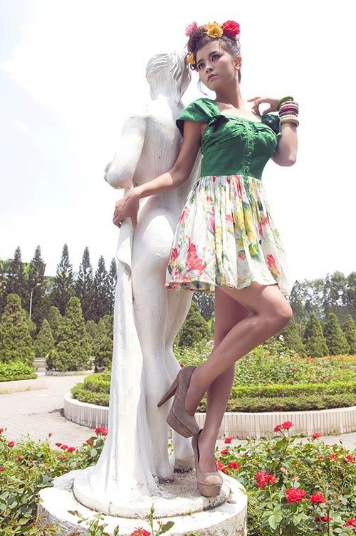 Hotgirl gợi cảm váy hoa - 9