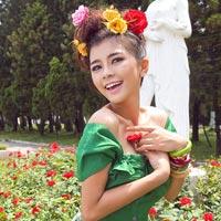 Hotgirl gợi cảm váy hoa