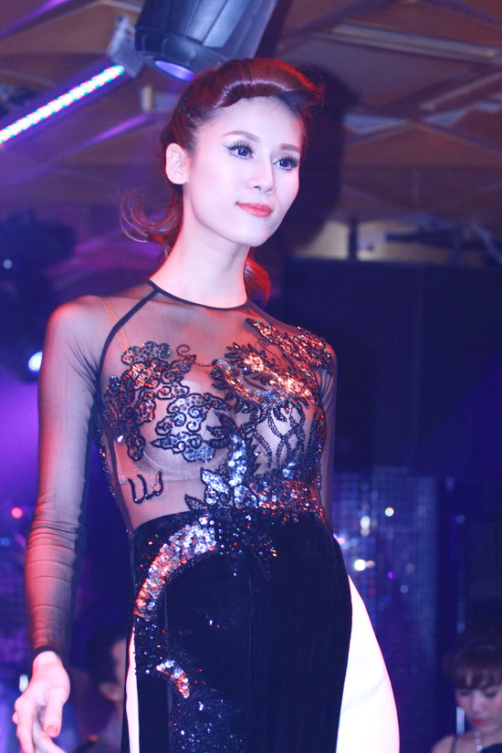 """Đàm Thu Trang, Diệp Lâm Anh """"tình tứ"""" trên sàn diễn - 9"""
