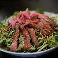 Nộm rau muống thịt bò áp chảo