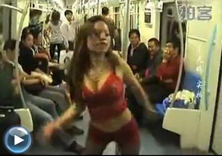 Múa cột trên tàu điện ngầm để tìm chồng - 1