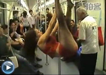 Múa cột trên tàu điện ngầm để tìm chồng - 2