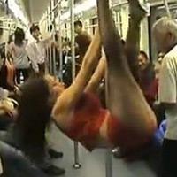 Múa cột trên tàu điện ngầm để tìm chồng