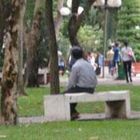 """""""Thầy giáo"""" vào công viên sàm sỡ gái trẻ"""
