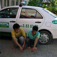 Cướp taxi rồi hiếp dâm thiếu nữ trên xe