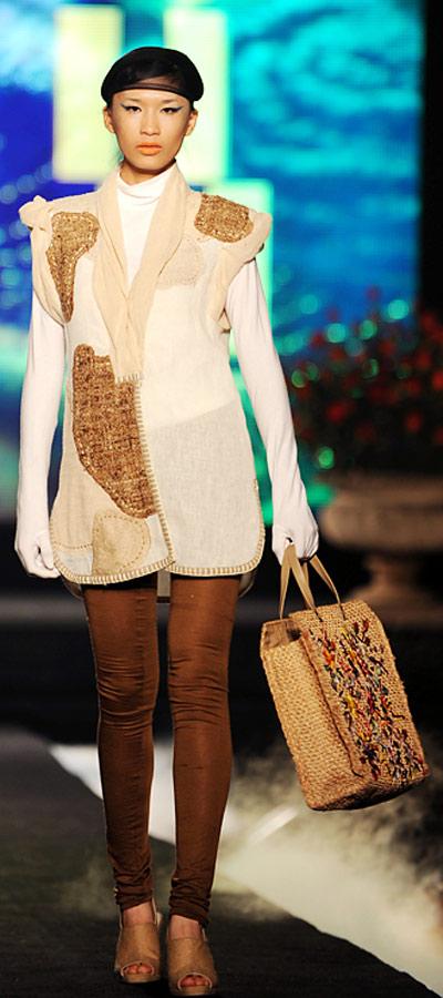 """NTK Minh Hạnh """"chốt"""" lại Tuần lễ thời trang VN 2011 - 2"""