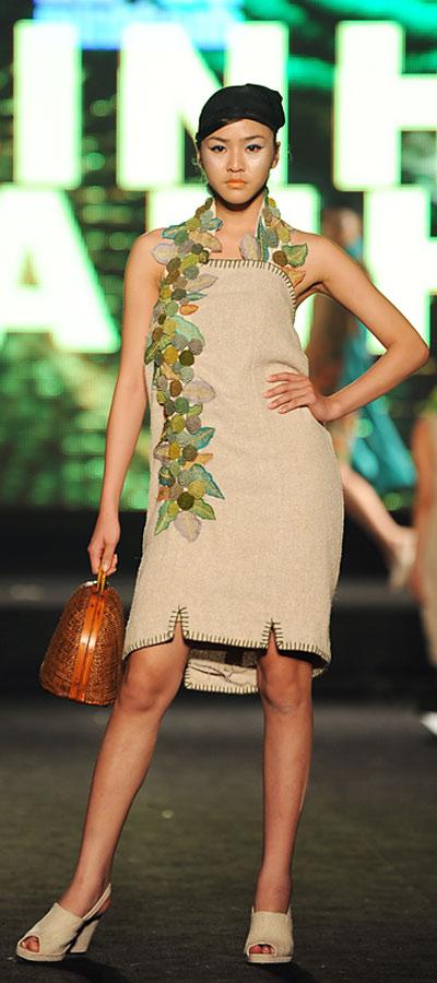 """NTK Minh Hạnh """"chốt"""" lại Tuần lễ thời trang VN 2011 - 4"""