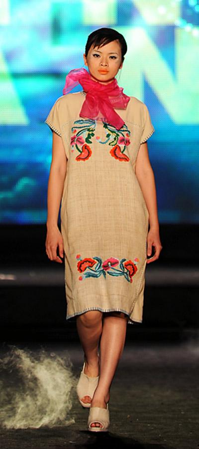 """NTK Minh Hạnh """"chốt"""" lại Tuần lễ thời trang VN 2011 - 6"""