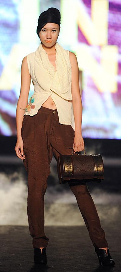 """NTK Minh Hạnh """"chốt"""" lại Tuần lễ thời trang VN 2011 - 9"""