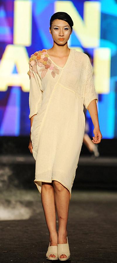 """NTK Minh Hạnh """"chốt"""" lại Tuần lễ thời trang VN 2011 - 12"""