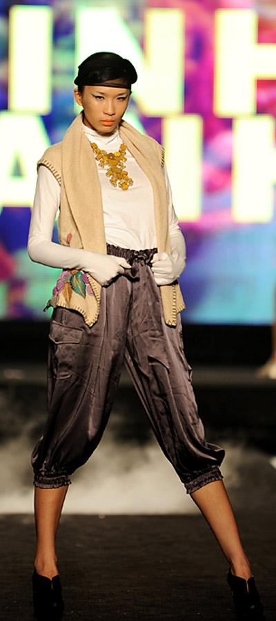 """NTK Minh Hạnh """"chốt"""" lại Tuần lễ thời trang VN 2011 - 13"""