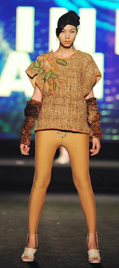 """NTK Minh Hạnh """"chốt"""" lại Tuần lễ thời trang VN 2011 - 15"""