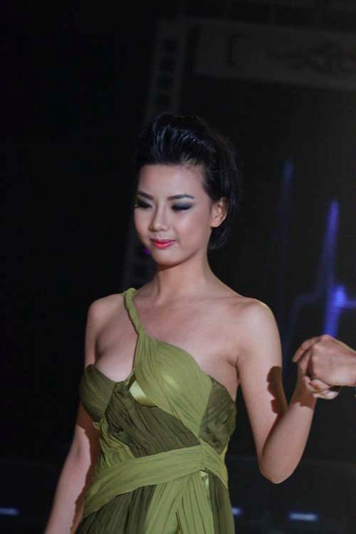 Người đẹp Huỳnh Bích Phương lộ hàng - 9