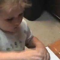 """Video: """"Thần đồng nhí"""" với bức vẽ bằng tay"""