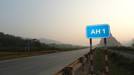 """Việt Nam có biển báo giao thông """"lạ"""" - 1"""