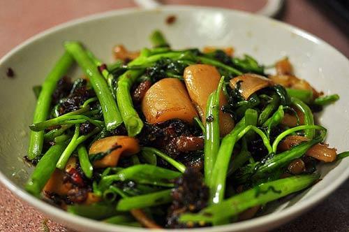 Thử làm rau muống xào mực Singapore - 5