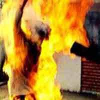 Thêm một bà vợ đổ xăng đốt chết chồng