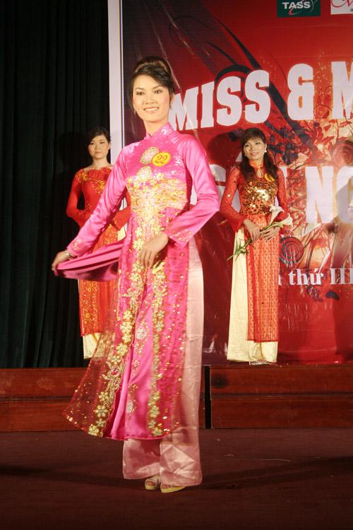 Sắc màu Việt - Trung trong đêm chung kết Miss & Mr Ngôn ngữ 2011 - 12