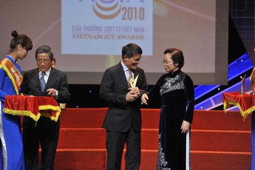 MobiFone lần thứ 3 nhận giải chất lượng tại VICTA 2010 - 3