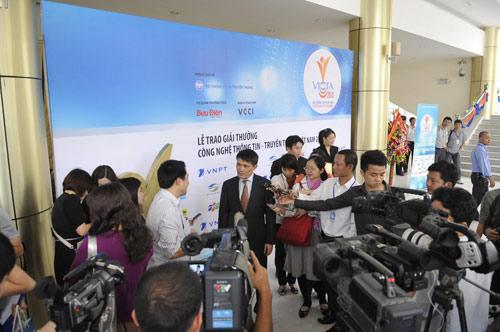 MobiFone lần thứ 3 nhận giải chất lượng tại VICTA 2010 - 7