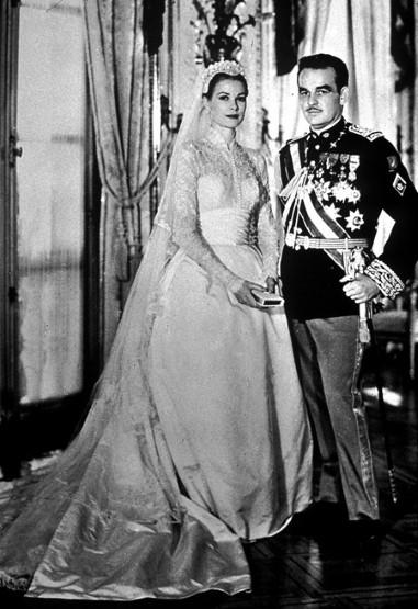 Ngắm những bộ váy cưới đẹp nhất thế giới - 4