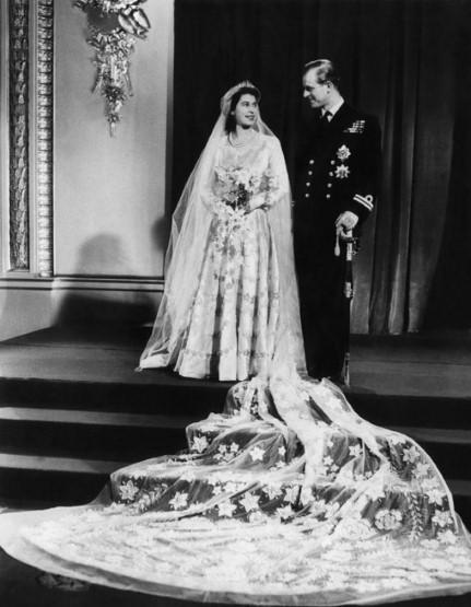 Ngắm những bộ váy cưới đẹp nhất thế giới - 9