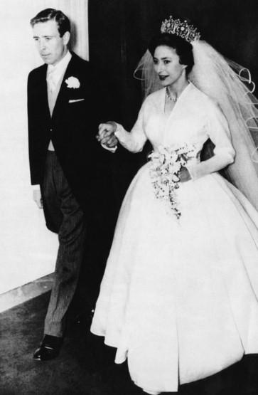 Ngắm những bộ váy cưới đẹp nhất thế giới - 10