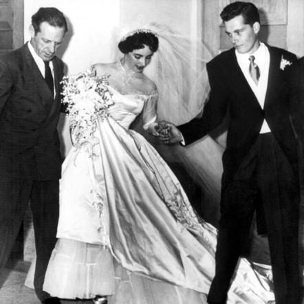 Ngắm những bộ váy cưới đẹp nhất thế giới - 12