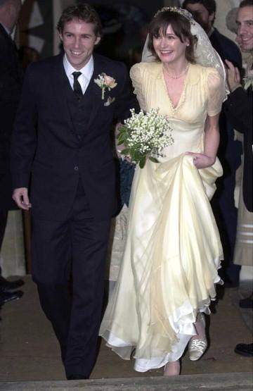 Ngắm những bộ váy cưới đẹp nhất thế giới - 17