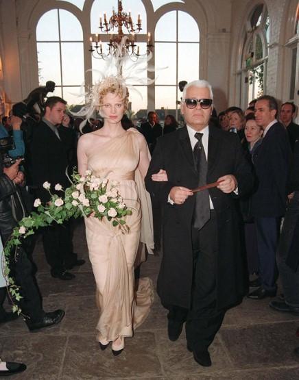Ngắm những bộ váy cưới đẹp nhất thế giới - 16