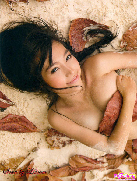 Hotgirl Elly Trần lấy lá khô che ngực - 2