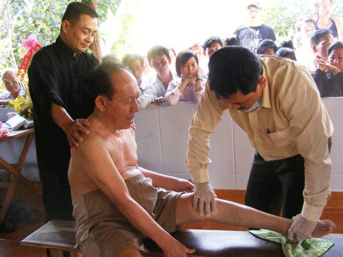 Lộ trình của lương y chữa bệnh thần tốc - 1