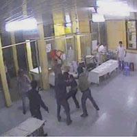Video: Giang hồ chém nhau trong bệnh viện
