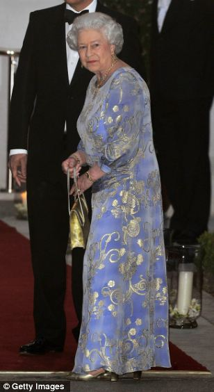 Lộ diện váy cưới được mong đợi nhất thế giới - 19
