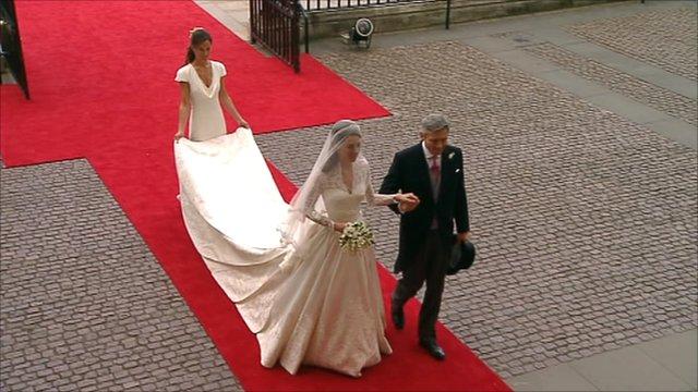 Lộ diện váy cưới được mong đợi nhất thế giới - 4