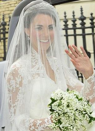 Lộ diện váy cưới được mong đợi nhất thế giới - 2