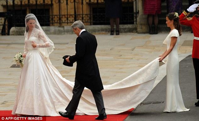 Lộ diện váy cưới được mong đợi nhất thế giới - 8