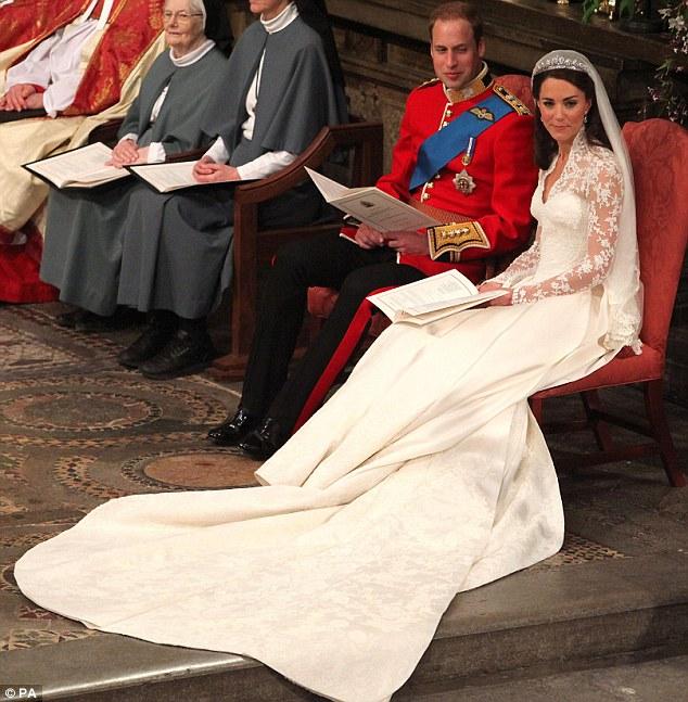 Lộ diện váy cưới được mong đợi nhất thế giới - 7